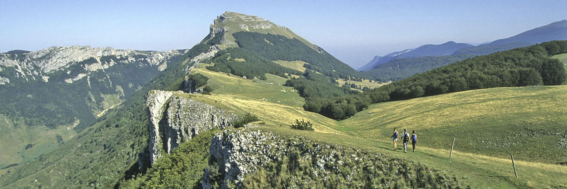 village-vacance-font-d-urle-groupe-montagne-rando