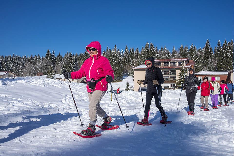 village-vacance-neige-et-plein-air-raquettes-jura