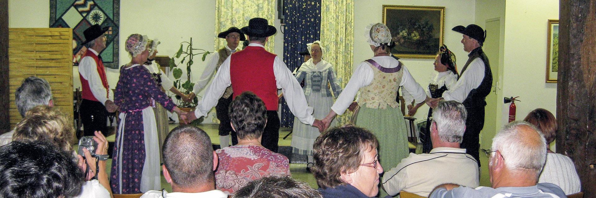 village-vacance-relais-saint-bernard-soiree-groupe-annimation