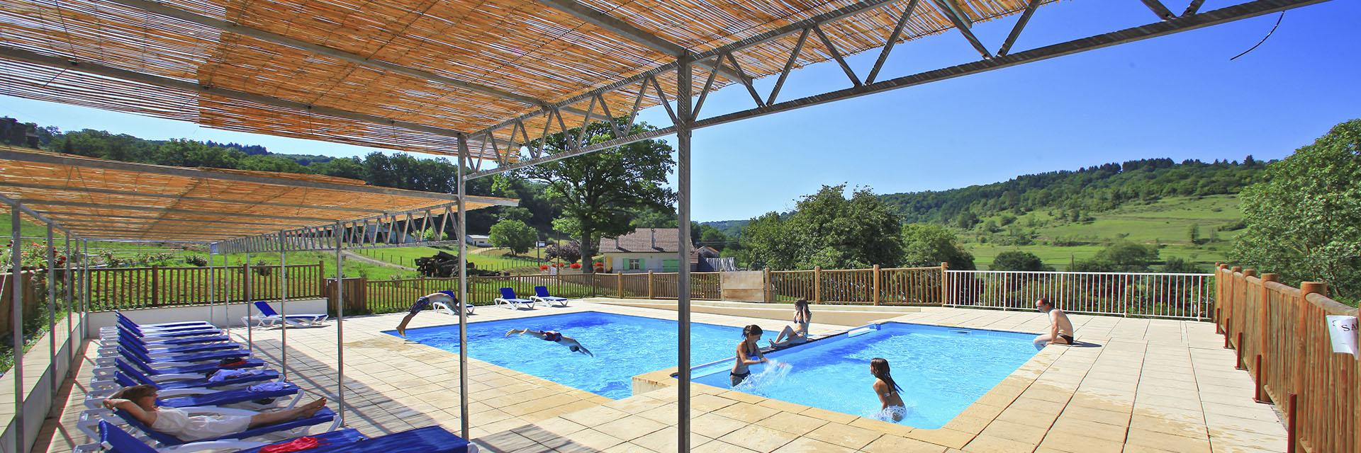village-vacance-terrou-piscine