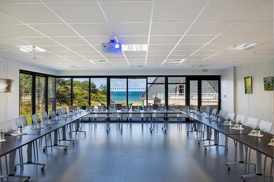 Village_club_vacances_bretagne-nord-roz-armor-salle-de-conference
