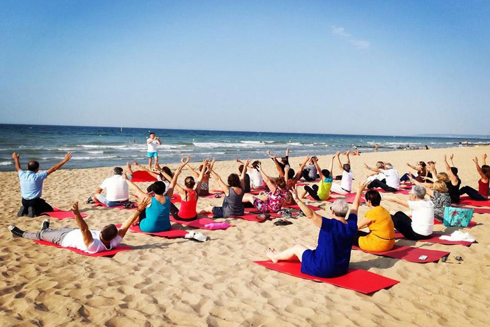Village_club_vacances_normandie-et-cote-dopale-sweet-home-plage-groupe-yoga-mer