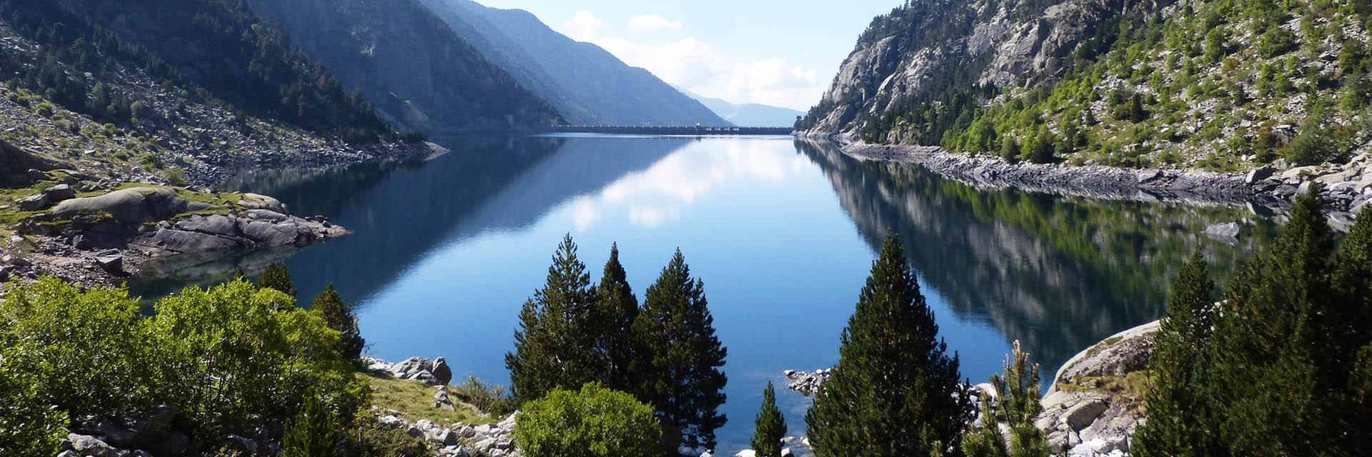 Randonner en groupe dans le Massif des Pyrénées