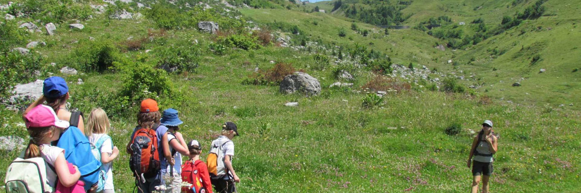 village-vacances-auberge-nordique-randonnee-montagne-enfants