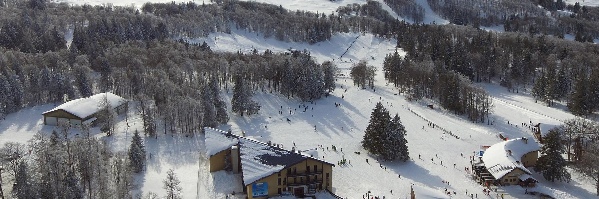 village-vacances-cap-france-font-durle-vue-exterieure-neige