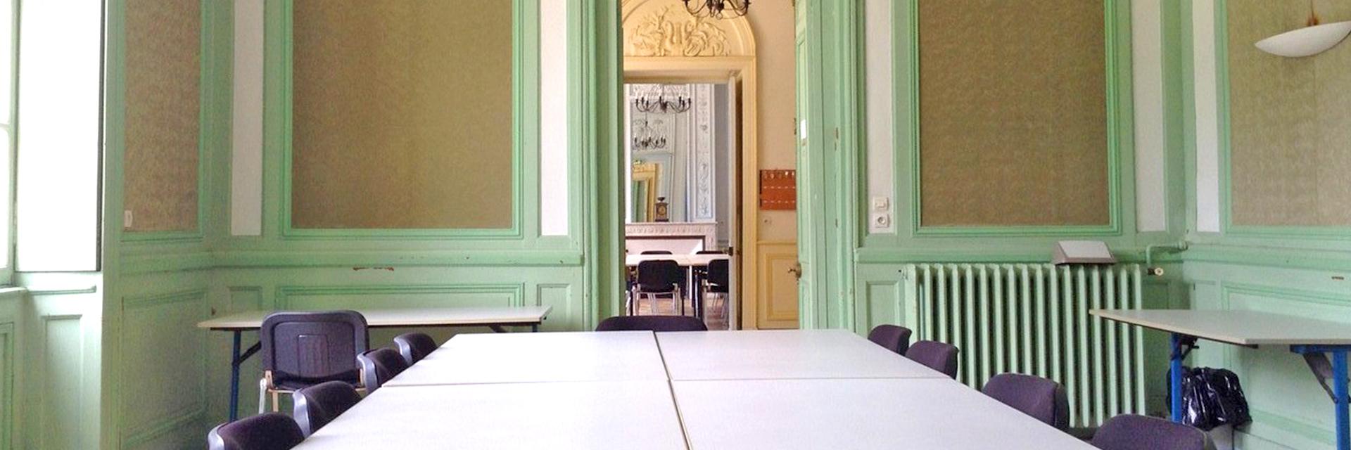 village-vacances-chateau-de-moulerens-salle-de-classe