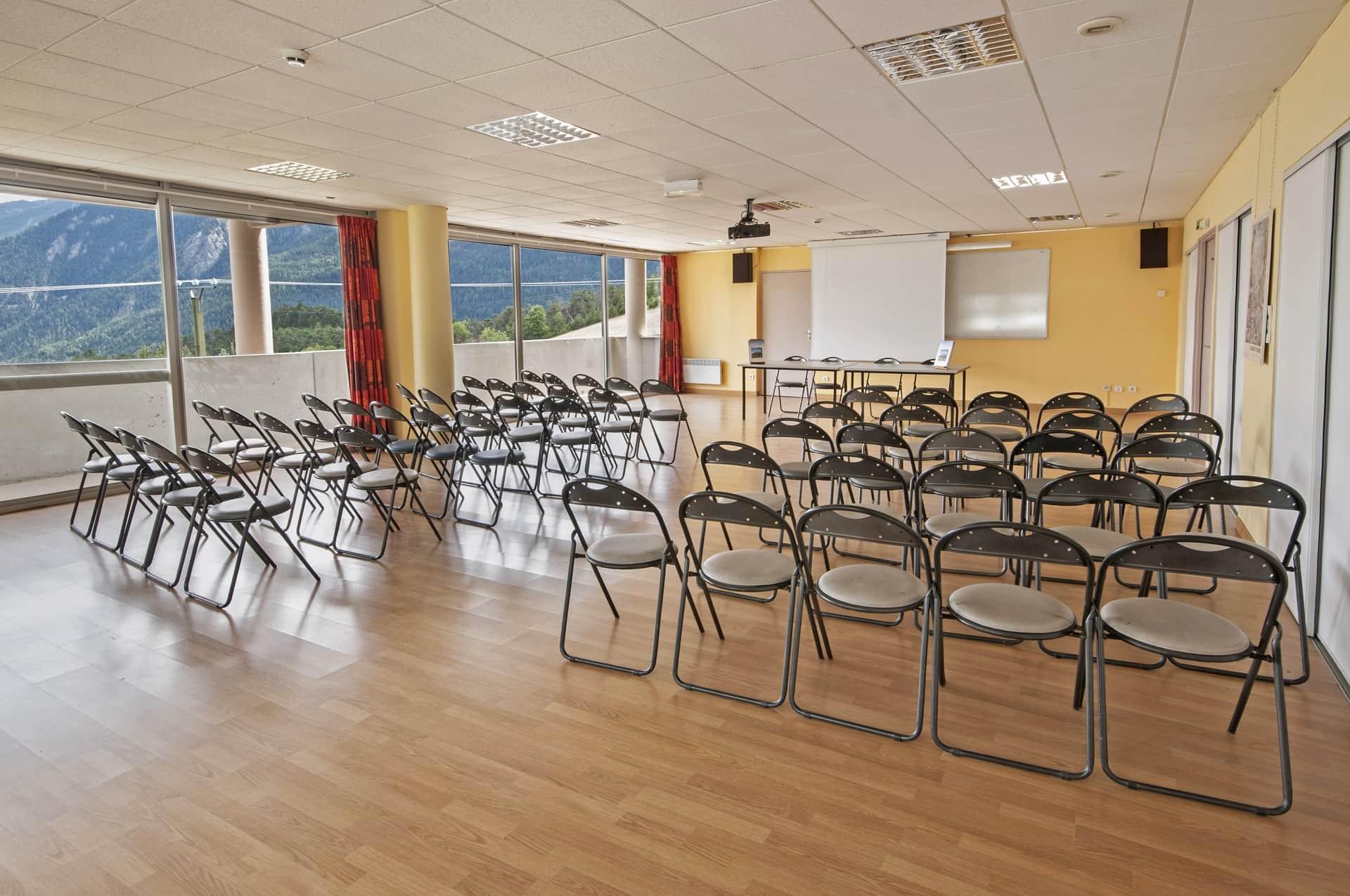 salle de réunion_Lou Riouclar-min