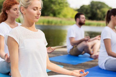 Activité yoga en groupe