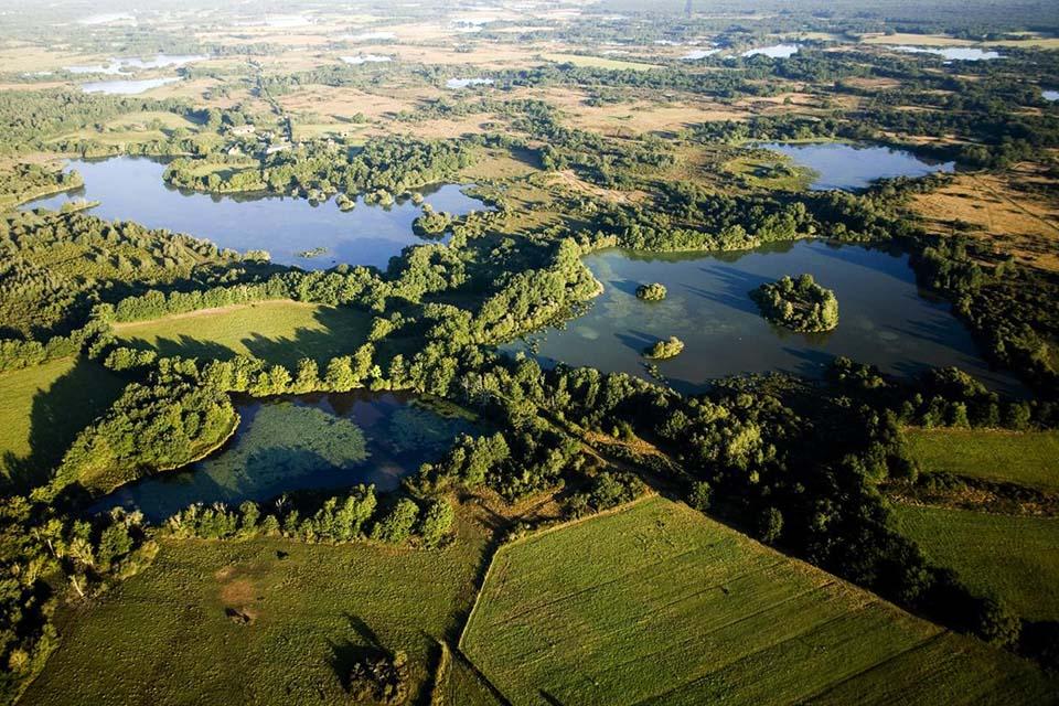 La Brenne vue du ciel. Parc naturel régional de la Brenne. Indre.