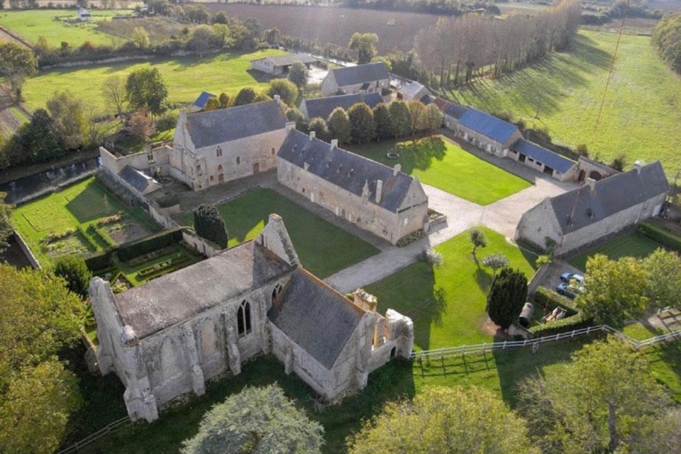 L'abbaye Sainte-Marie à Longues-sur-Mer